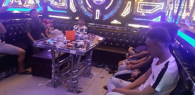 phat hien 34 nguoi su dung ma tuy trai phep trong quan karaoke o quang nam