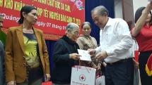 Phó Thủ tướng Thường trực Trương Hòa Bình thăm, trao quà Tết tại Quảng Nam