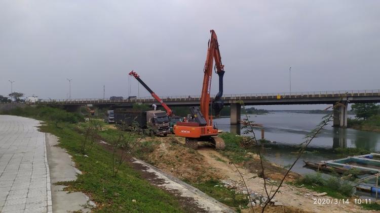 Thi công công trình ngăn mặn trên sông Cẩm Lệ, Đà Nẵng