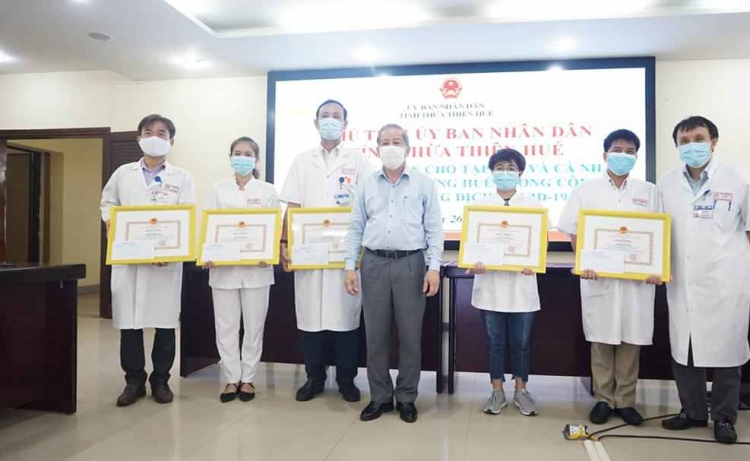 Thừa Thiên Huế khen thưởng y, bác sĩ xuất sắc trong phòng chống dịch Covid - 19