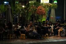 Đà Nẵng: Diễn biến dịch phức tạp, nhiều người vẫn tụ tập hàng quán vào ban đêm