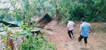Lốc xoáy vừa xảy ra ở Thừa Thiên Huế, nhiều nhà dân hư hỏng nặng