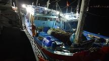 Xuyên đêm cứu 16 ngư dân Quảng Nam gặp nạn trên biển Hoàng Sa