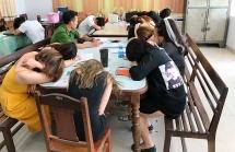 """""""Đột kích"""" quán karaoke ở Đà Nẵng, phát hiện 32 đối tượng dương tính với ma túy"""
