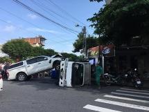 Đà Nẵng: Xe ô tô bán tải phi lên xe tải đông lạnh như phim hành động