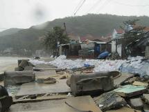 Làng chài ven biển ở Bình Định tan hoang sau khi bão đi qua