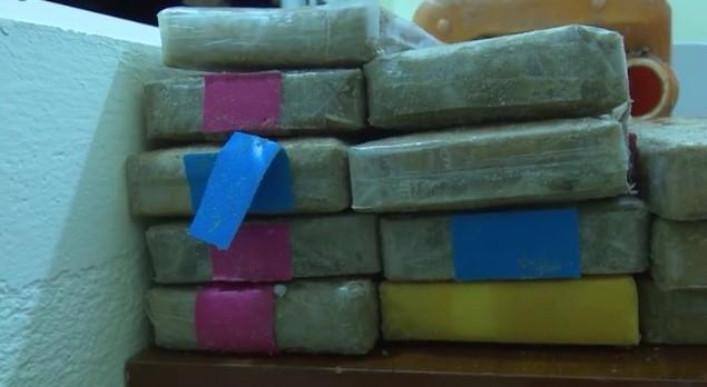 hang chuc banh heroin troi dat vao bai bien o quang nam