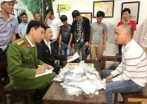 Thừa Thiên Huế: Đánh sập tụ điểm đánh bạc, tạm giữ nhiều đối tượng