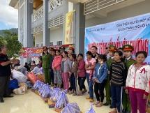 Quảng Nam: Trao 150 suất quà cho bà con vùng cao Nam Trà My
