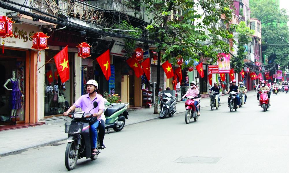 """Những con đường Hà thành """"nhất định phải đến"""" khi Tết về"""