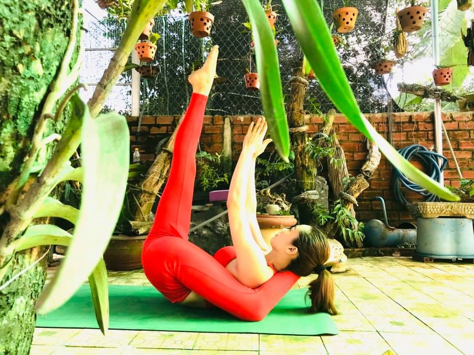 """Hành trình """"lột xác"""" của cô công nhân may đến giải vô địch Yoga quốc gia"""