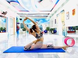 """Hành trình """"lột xác"""" từ cô công nhân may đến nhà vô địch giải Yoga quốc gia"""