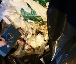 Ngang nhiên vứt kim tiêm, ống đựng máu vào bãi rác thải sinh hoạt giữa thủ đô Hà Nội