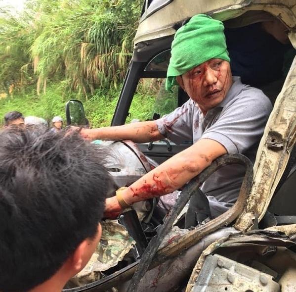 Lào Cai: Tai nạn trên trên quốc lộ 70, tài xế kẹt trên cabin
