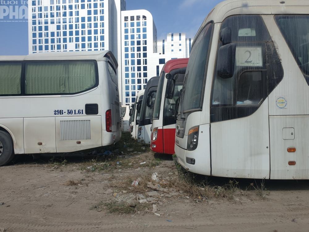 Hàng loạt bãi xe hoạt động không phép, Chủ tịch quận Cầu Giấy ở đâu?