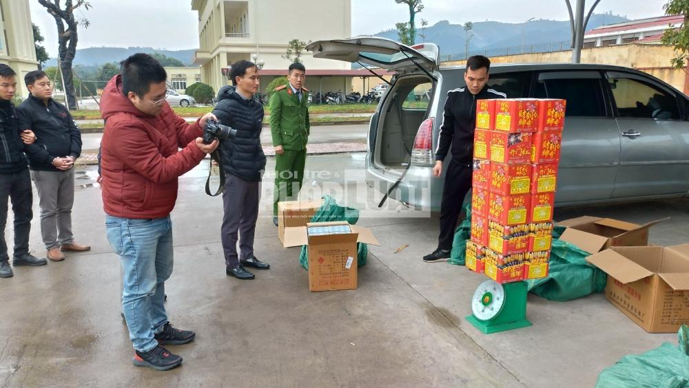 Yên Bái: Bắt giữ đối tượng vận chuyển gần nửa tấn pháo nổ trái phép