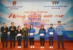 Tỉnh đoàn Yên Bái trao học bổng cho học sinh có hoàn cảnh đặc biệt khó khăn