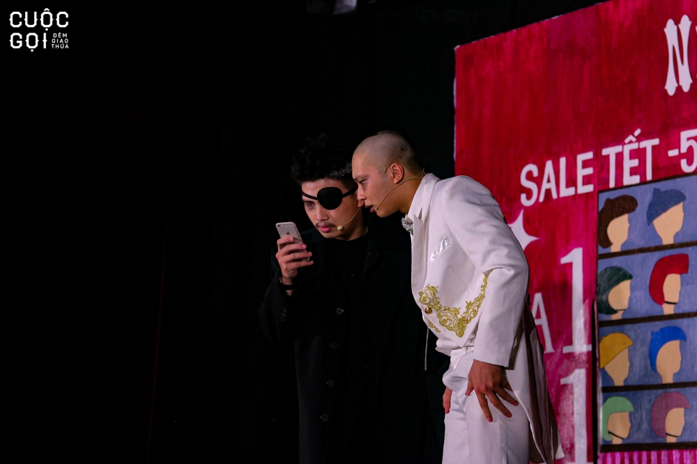 """Khán giả vô cùng hào hứng khi theo dõi vở kịch đặc sắc: """"Cuộc Gọi Đêm Giao Thừa""""."""