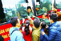 Thanh niên TP Sông Công háo hức lên đường nhập ngũ bảo vệ Tổ quốc