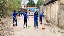 Thanh niên huyện Ba Vì ra quân vệ sinh môi trường