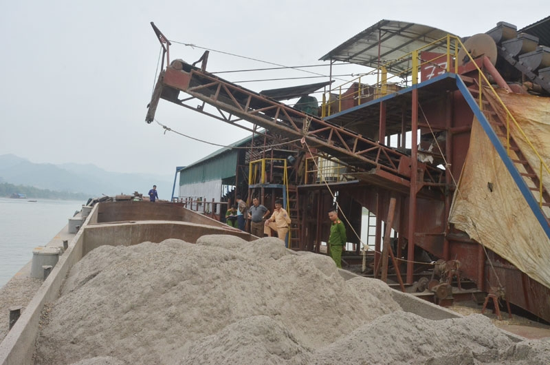 Hòa Bình: Các dự án khai thác cát, sỏi hầu hết gây mất an ninh trật tự