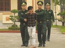 bat doi tuong van chuyen trai phep 3796 gam heroin