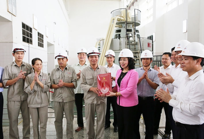 Đoàn công tác Thành ủy Hà Nội thăm và tặng quà tại Yên Bái