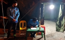 Thanh niên tình nguyện trực xuyên đêm nơi cửa ngõ Thủ đô