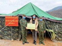 Hoa hậu Lương Thuỳ Linh đến thăm và động viên các chiến sĩ chống dịch tại cửa khẩu