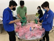 Tuổi trẻ Thanh Xuân phát suất ăn miễn phí cho người nghèo