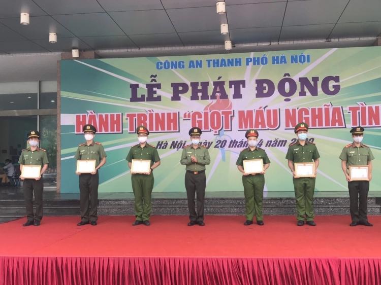 hanh trinh giot mau nghia tinh phan dau dat 5000 don vi mau