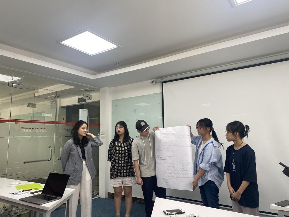 Học sinh hào hứng khi được trải nghiệm nghề nghiệp thực tế