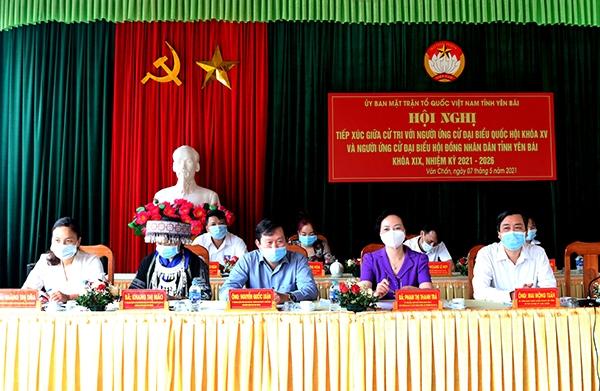 Các ứng cử viên đại biểu Quốc hội khóa XV tỉnh Yên Bái tiếp xúc cử tri