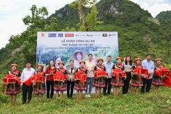 Hoa hậu Lương Thùy Linh trở lại Cao Bằng khánh thành con đường xây ước mơ