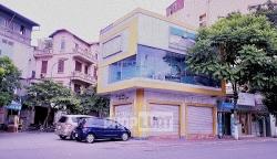 Mặt bằng các tuyến phố Hà Nội dù giảm giá sâu nhưng vẫn vắng người hỏi thăm