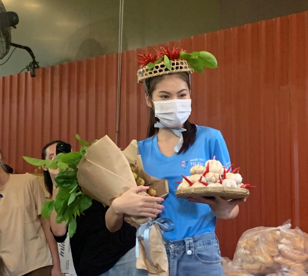 Á hậu Ngọc Thảo nhận quà sinh nhật bất ngờ giữa mùa dịch