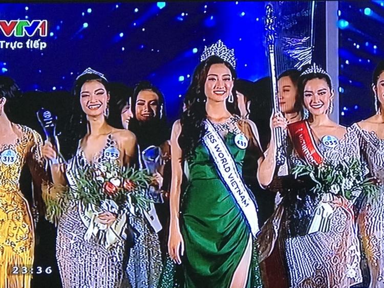 nguoi dep luong thuy linh dang quang tan hoa hau miss world 2019