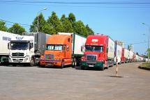 Một nửa số container thanh long đã được thông quan sau nhiều ngày nằm chờ ở Lào Cai