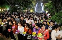 Hoa đăng rực sáng sông Sài Gòn trong đêm Vu lan