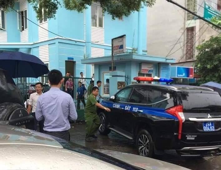 Nam thanh niên nghi ngáo đá dùng kiếm cướp ngân hàng Vietinbank