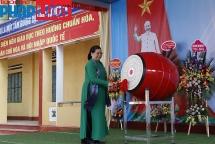 Phó Chủ tịch Quốc hội đánh trống khai trường năm học mới ở Yên Bái