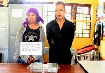 Bắt quả tang 2 mẹ con mang 4 bánh heroin đi tiêu thụ ở Lào Cai