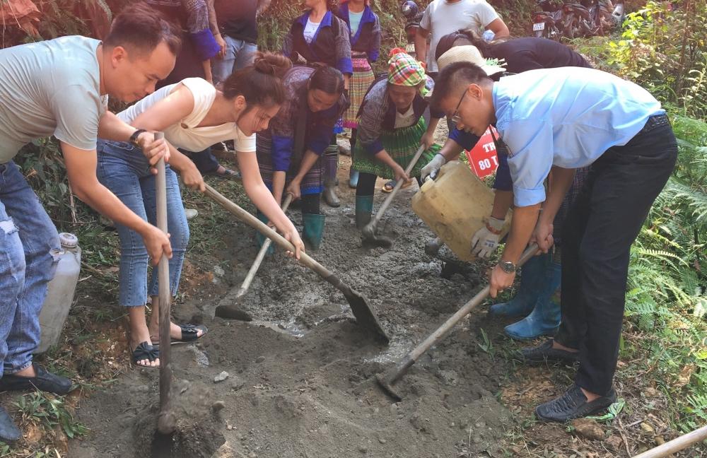 """Bê tông hóa """"con đường em tới trường"""" ở nơi xa nhất của tỉnh Yên Bái"""
