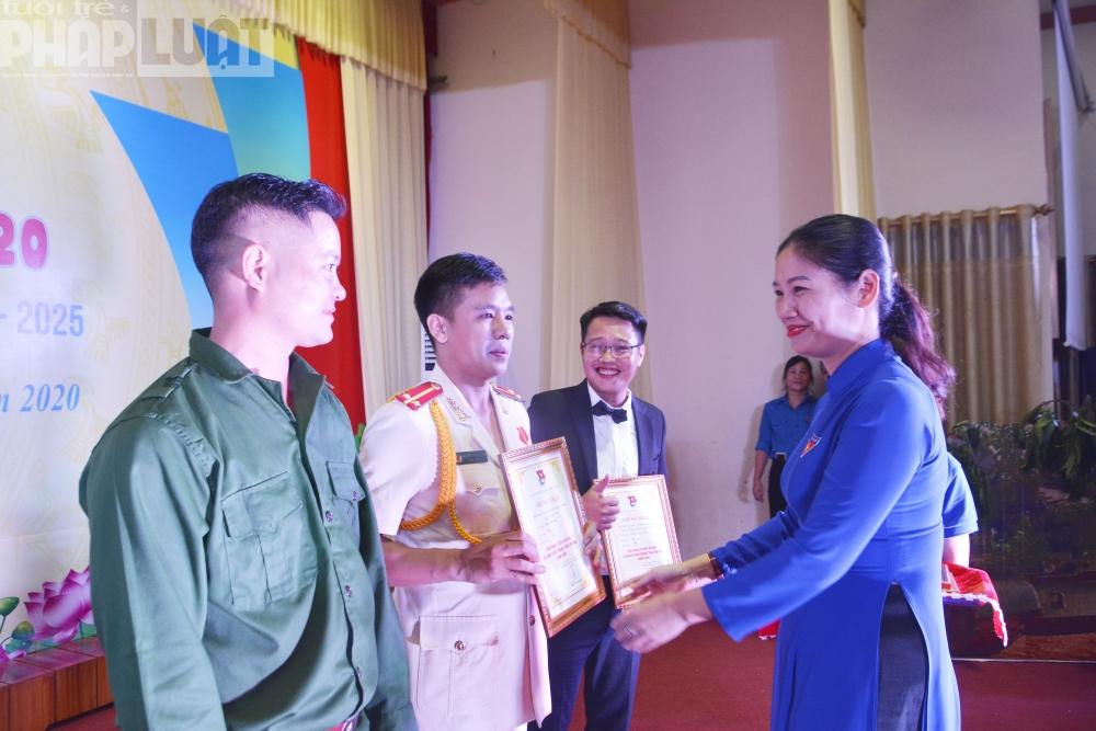 Trao giải A cho 9 tiết mục xuất sắc nhất Liên hoan tuyên truyền ca khúc cách mạng tỉnh Yên Bái