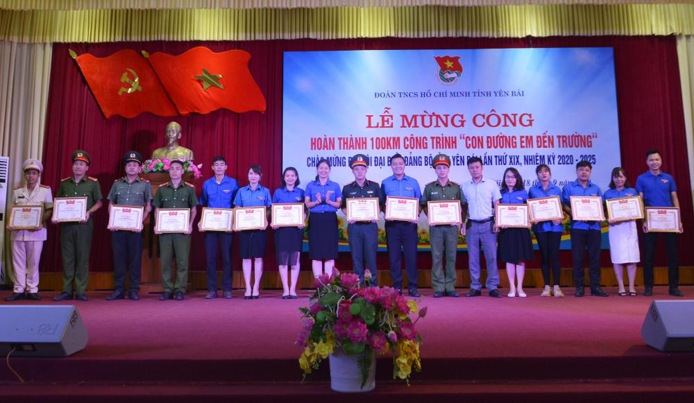 Các đơn vị có thành tích xuất sắc trong Chiến dịch Thanh niên tình nguyện hè năm 2020 được nhận Bằng khen của Trung ương Đoàn.