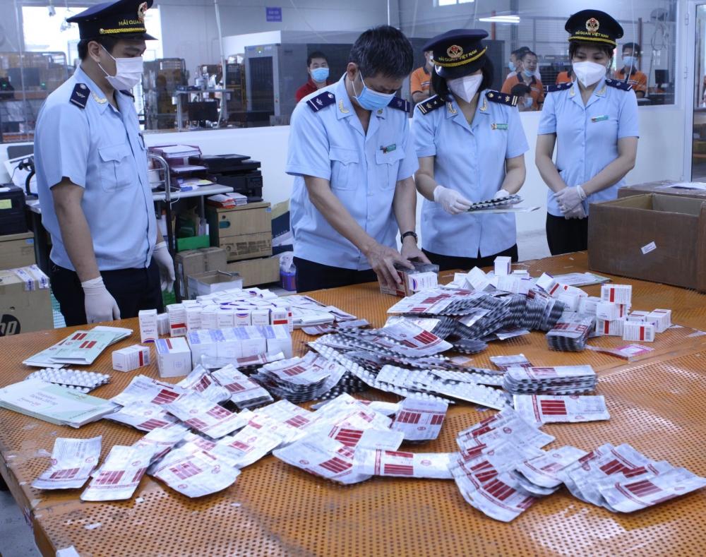 Phát hiện thu giữ lô thuốc điều trị Covid-19 nhập lậu từ Ấn Độ về Hà Nội