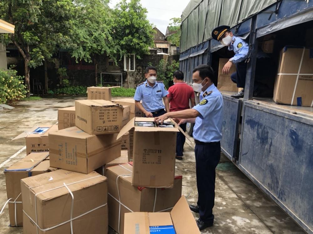 Nghệ An: Lái xe chở lô hàng ấm siêu tốc không nguồn gốc bị xử phạt 8,5 triệu đồng