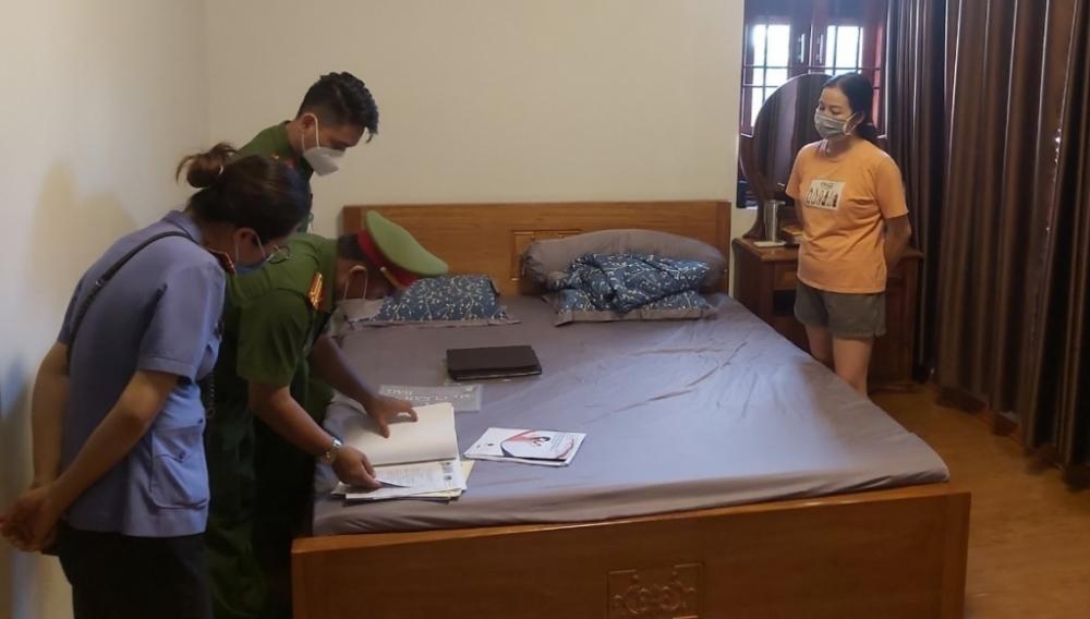 Công an khám xét nơi ở của Nguyễn Thị Tố Nga (Ảnh: N.T)