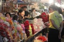 """Ngày 20/10 của những người phụ nữ """"Nhà đầy hoa cần gì phải tặng"""""""