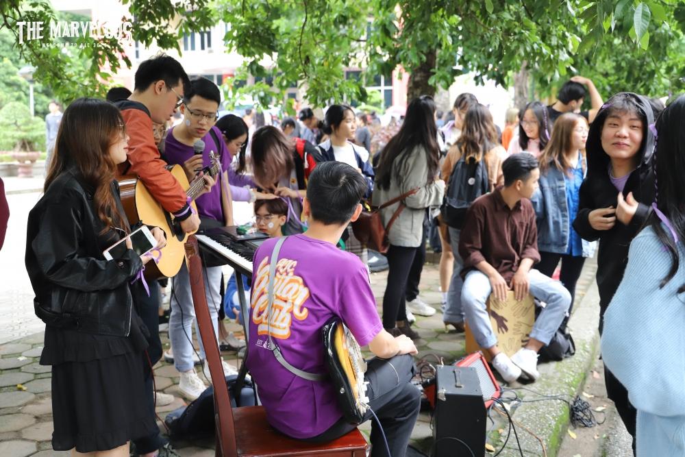 Nếu bạn có đam mê với guitar hãy về với đội AGC (AJC Guitar Club), đây là một trong những câu lạc bộ nghệ thuật chuyên nghiệp của Học viện.